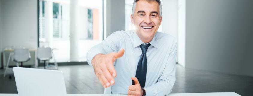 مشاور مالی و بیمه ای